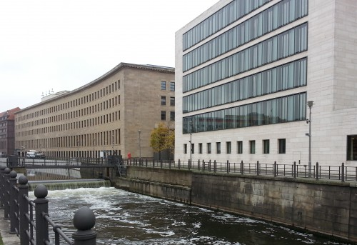 Derrière la modernité plutôt élégante de l'Aiswärtiges Amt, l'ancien bâtiment de la Reichsbank, inauguré par Hitler en 1936.